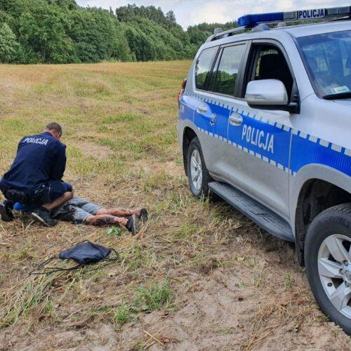 Poszukiwany z narkotykami uciekając przed policjantami próbował wskoczyć do rzeki